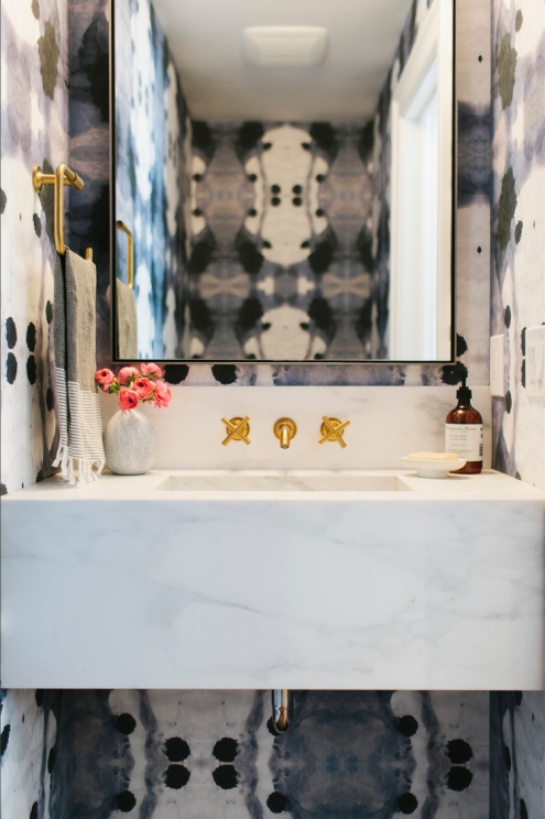 5+Tips+for+a+Small+Bathroom (1)