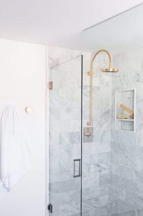 5+Tips+for+a+Small+Bathroom (2)
