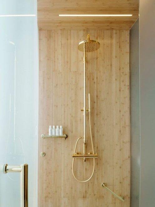 Gold-and-wood-bathroom-decor