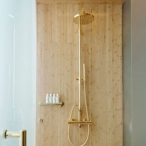 Gold-and-wood-bathroom-decor